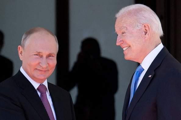 Ce cadou inedit i-a oferit Joe Biden lui Vladimir Putin în urma summitului de la Geneva