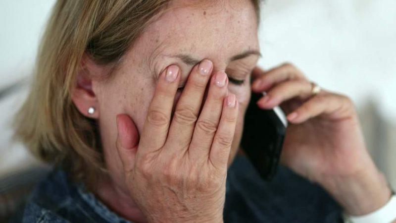 """Femeie de 82 de ani, păcălită prin metoda """"accidentul"""" să plătească 130.000 de euro"""