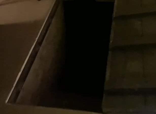 Un bărbat a găsit o ușă secretă sub canapeaua din casă. Peste ce a dat Robert când a deschis-o