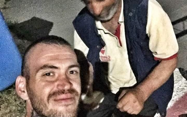 Ce i-a facut un taximetrist din Braila batranului din imagine